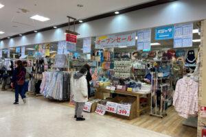 アスピア明石の衣料品店「つむら」が増床リニューアルセール中(アライカメラ跡地)