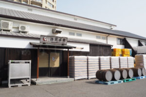 朝霧にある明石酒類醸造の直売所『酒笑本館(しゅまいるほんかん)』をちょっと見学