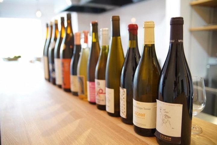 蔵のある地元米を使った日本酒と自然派を中心に世界各国のワイン
