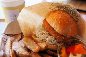 【明石グルメ】明石公園のカフェ「TTT」で風を感じながらエビカツバーガーのランチ