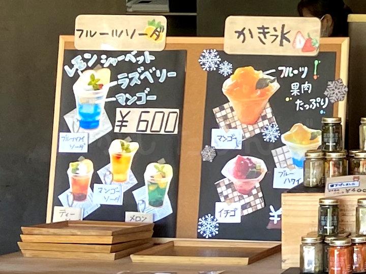 かき氷やフルーツソーダもあります