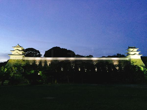 明石城のライトアップ写真