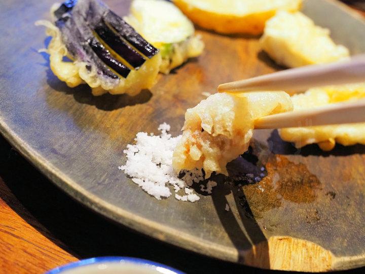 天ぷらはお塩でいただきます