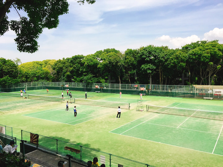 明石公園のテニスコート