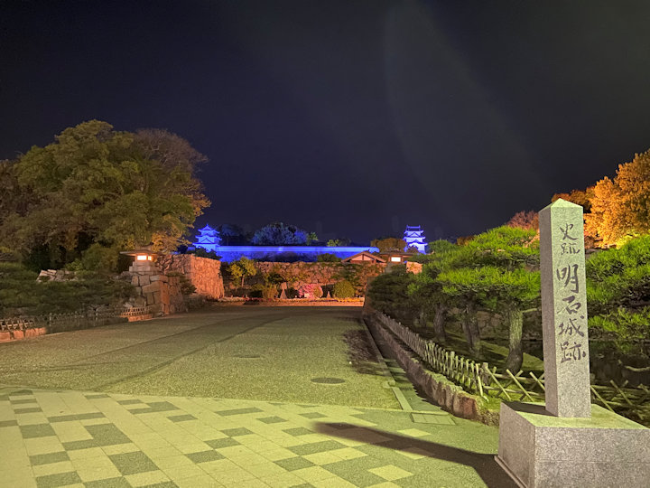 明石公園入口から見るライトアップ
