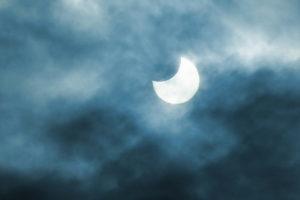 明石で部分日食を観察