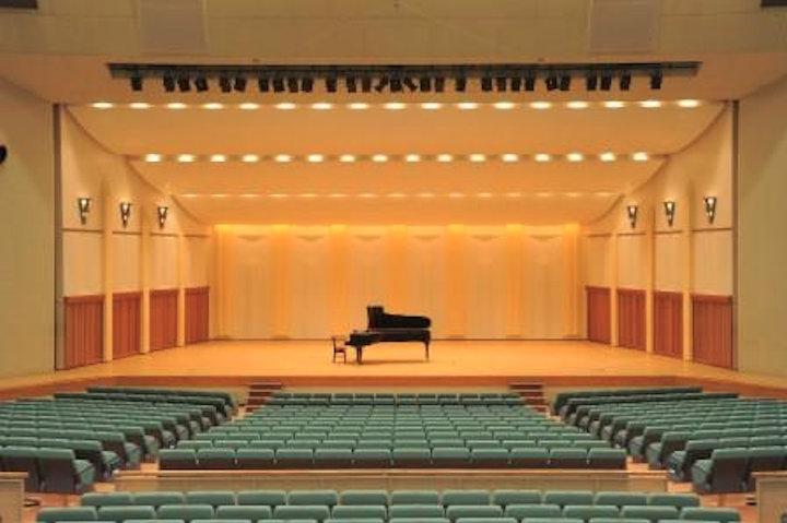 明石市民会館の大ホールでピアノを弾こう