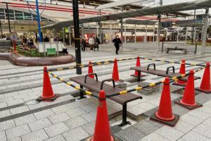 明石駅南口にベンチが設置されるようです